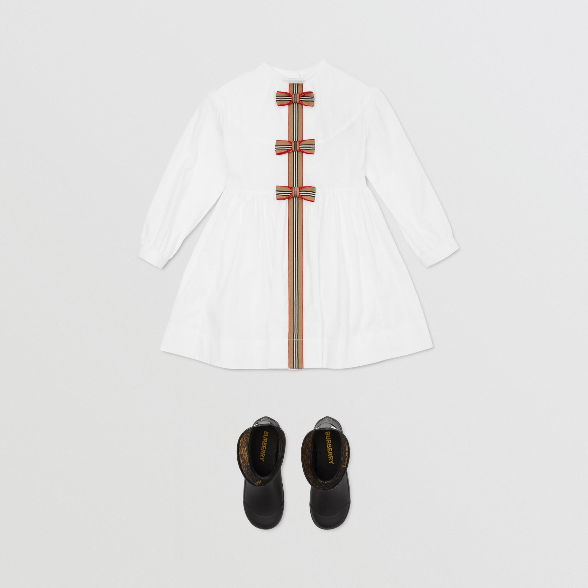Icon Stripe Trim Stretch Cotton Poplin Dress in White | Burberry United Kingdom - gallery image 2