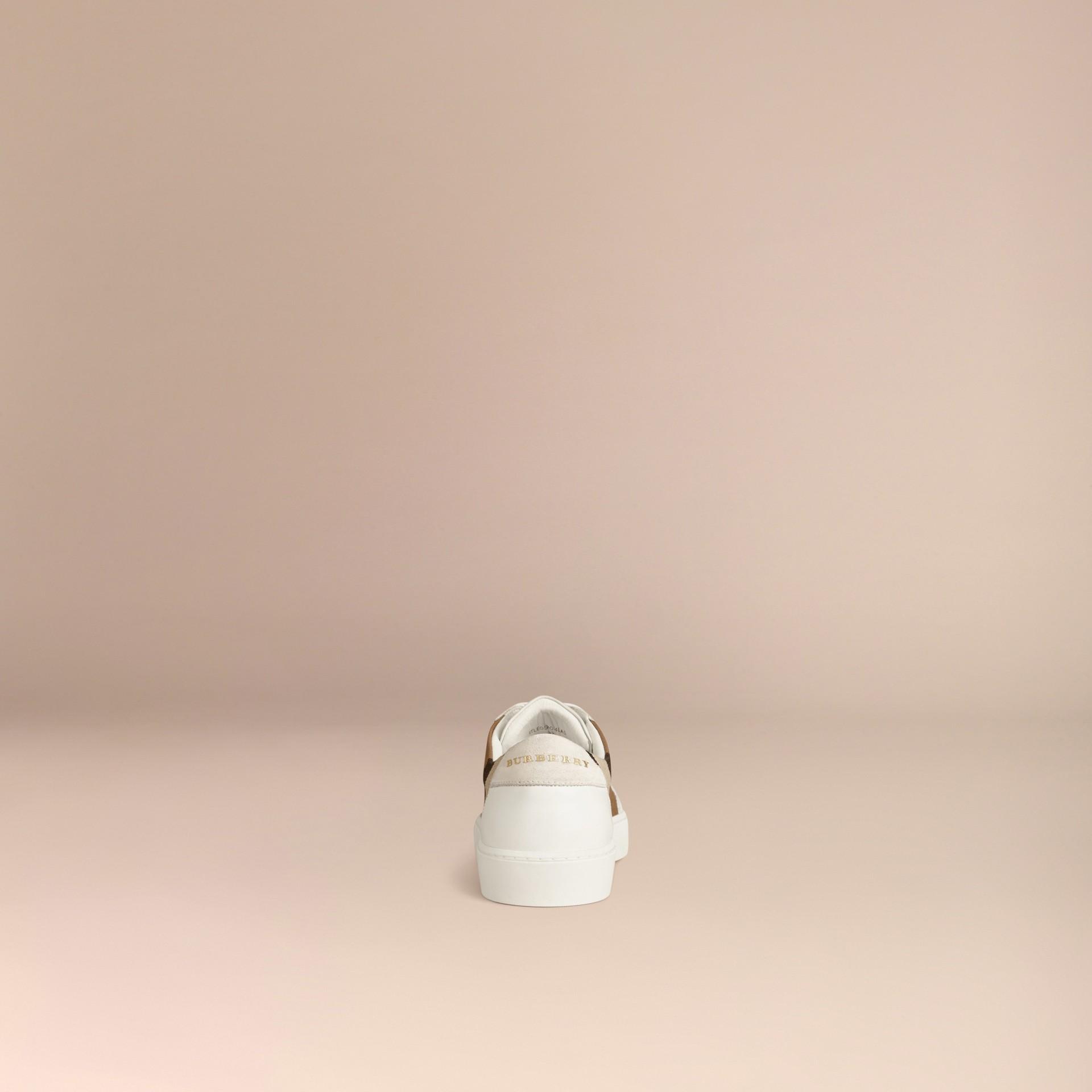 House check/bianco ottico Sneaker in pelle con dettagli check - immagine della galleria 4