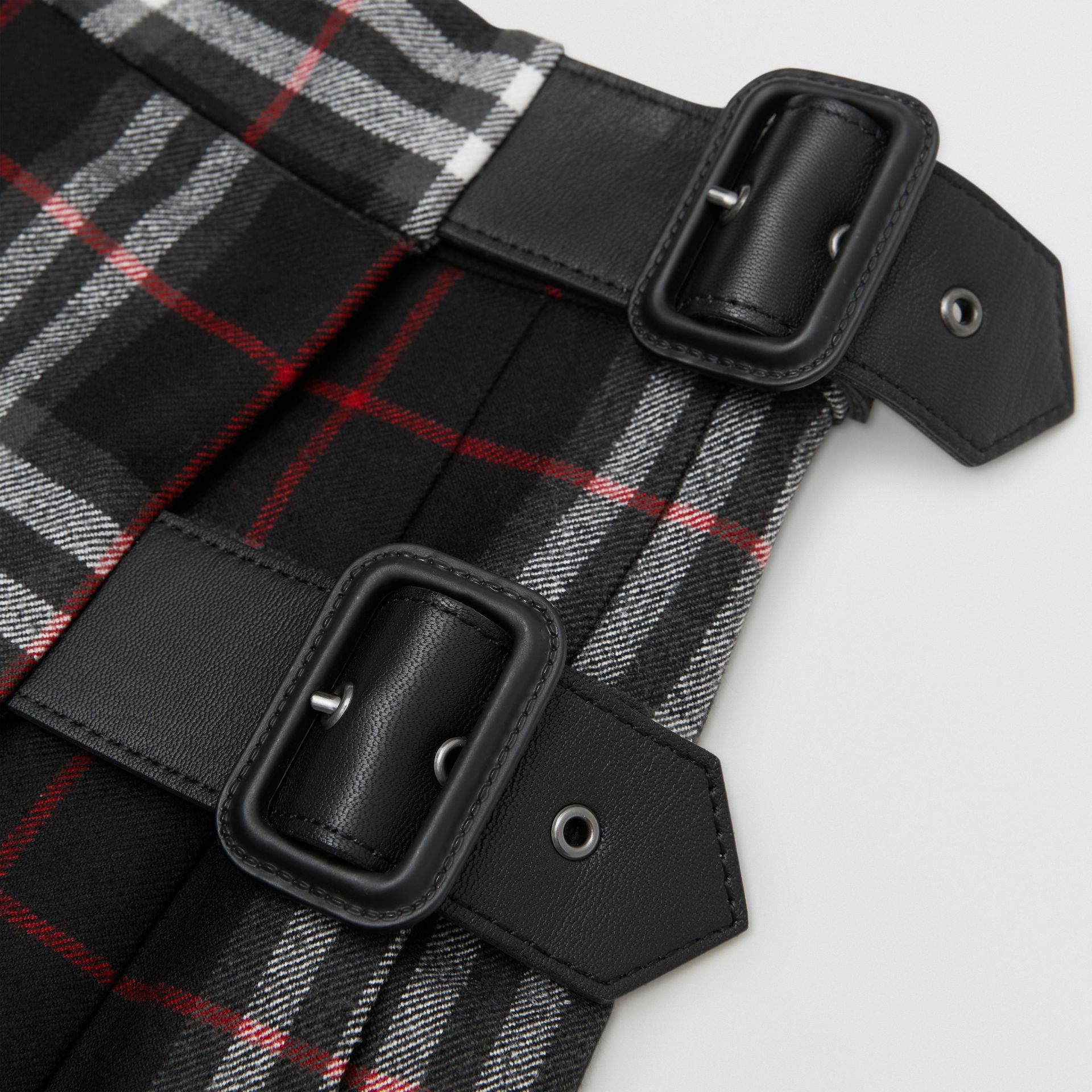 Lambskin Detail Vintage Check Wool Kilt in Black | Burberry - gallery image 1