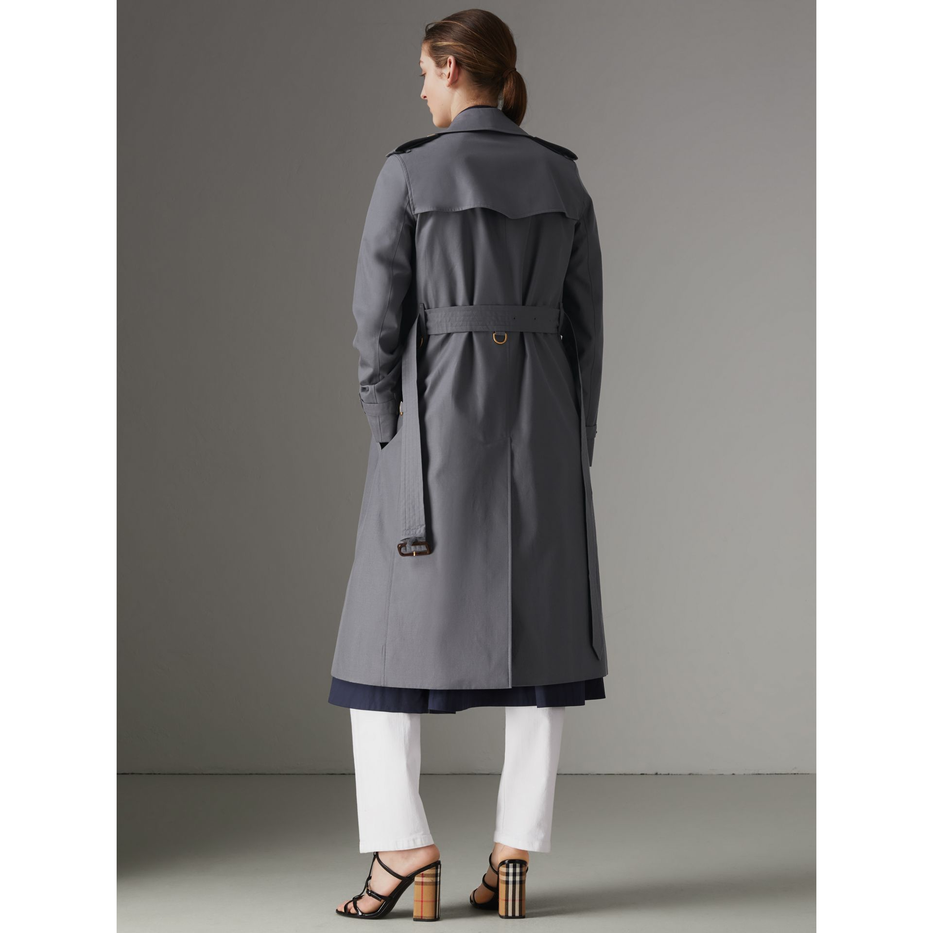The Kensington – Trench Heritage long (Gris Moyen) - Femme | Burberry - photo de la galerie 2