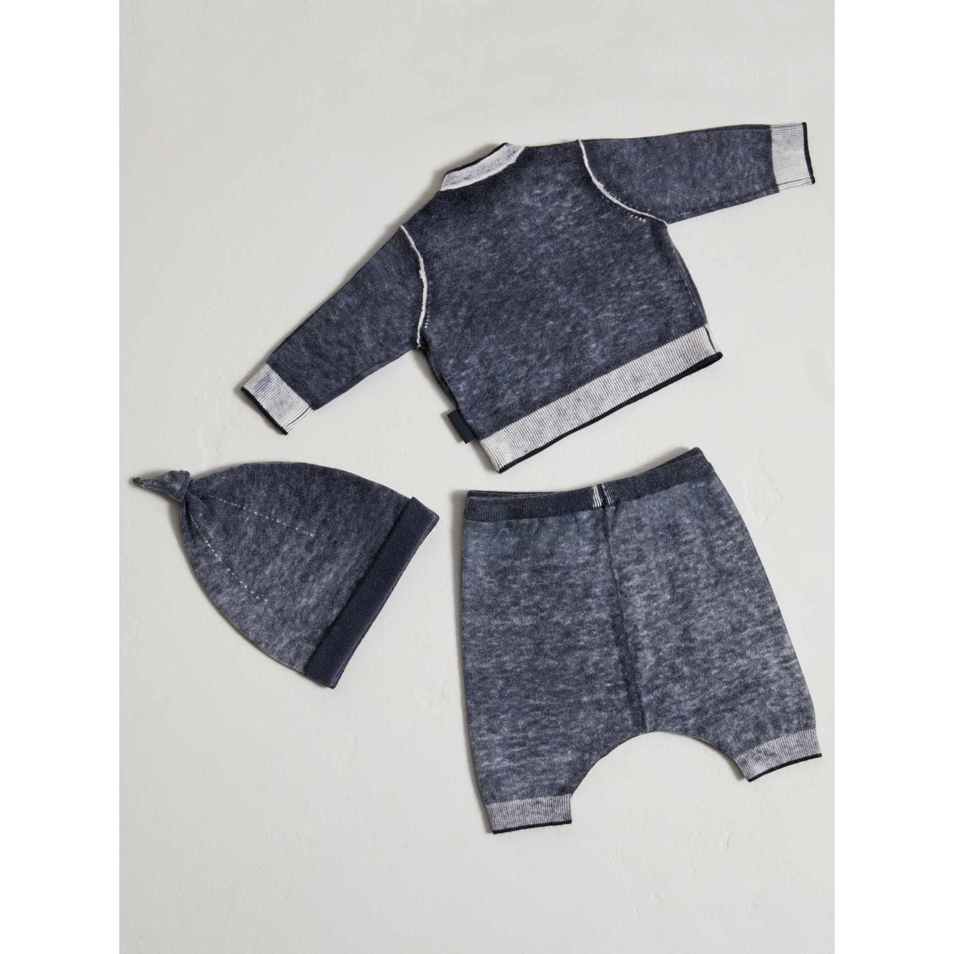 Cashmere Cotton Three-piece Baby Gift Set in Navy | Burberry United Kingdom - gallery image 3