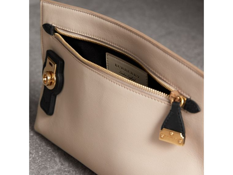 Two-tone Trench Leather Wristlet Pouch in Limestone/black - Women | Burberry United States - cell image 4