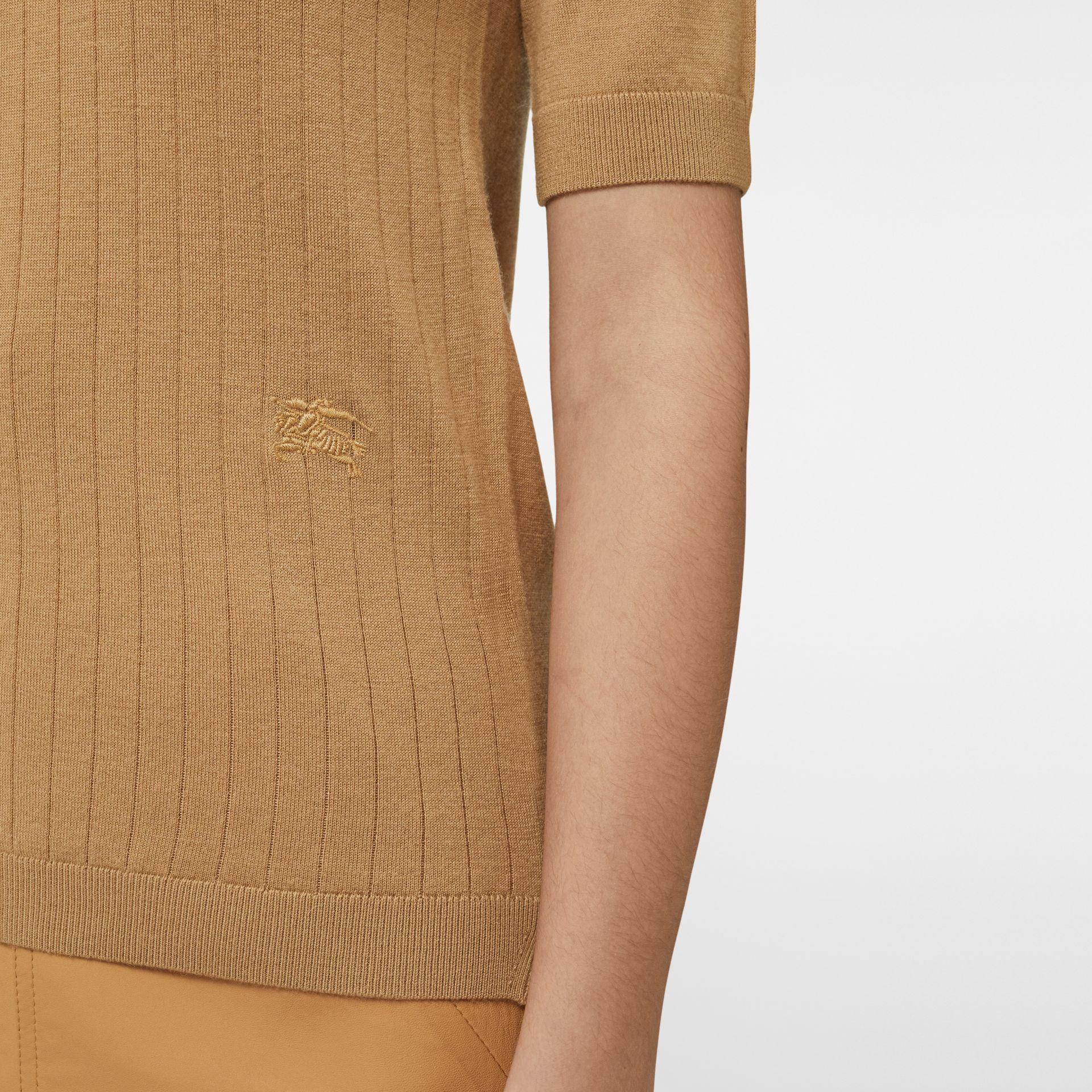 Short-sleeve Rib Knit Cashmere Sweater in Camel - Women | Burberry - gallery image 4