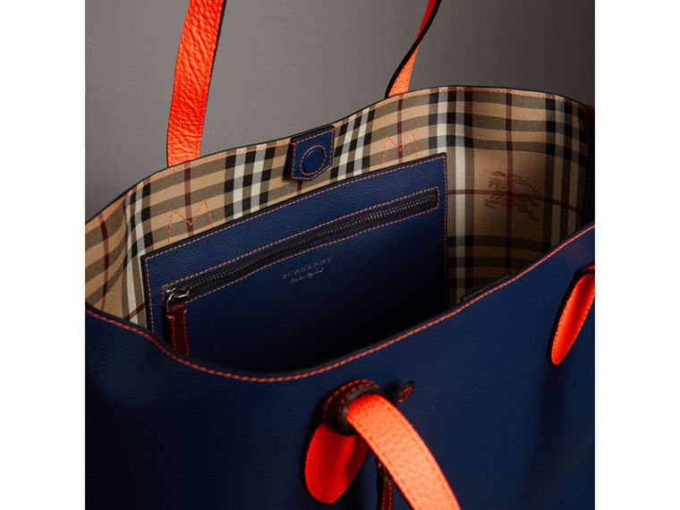 Medium Two-tone Coated Leather Tote in Dark Ultramarine | Burberry Australia - cell image 4