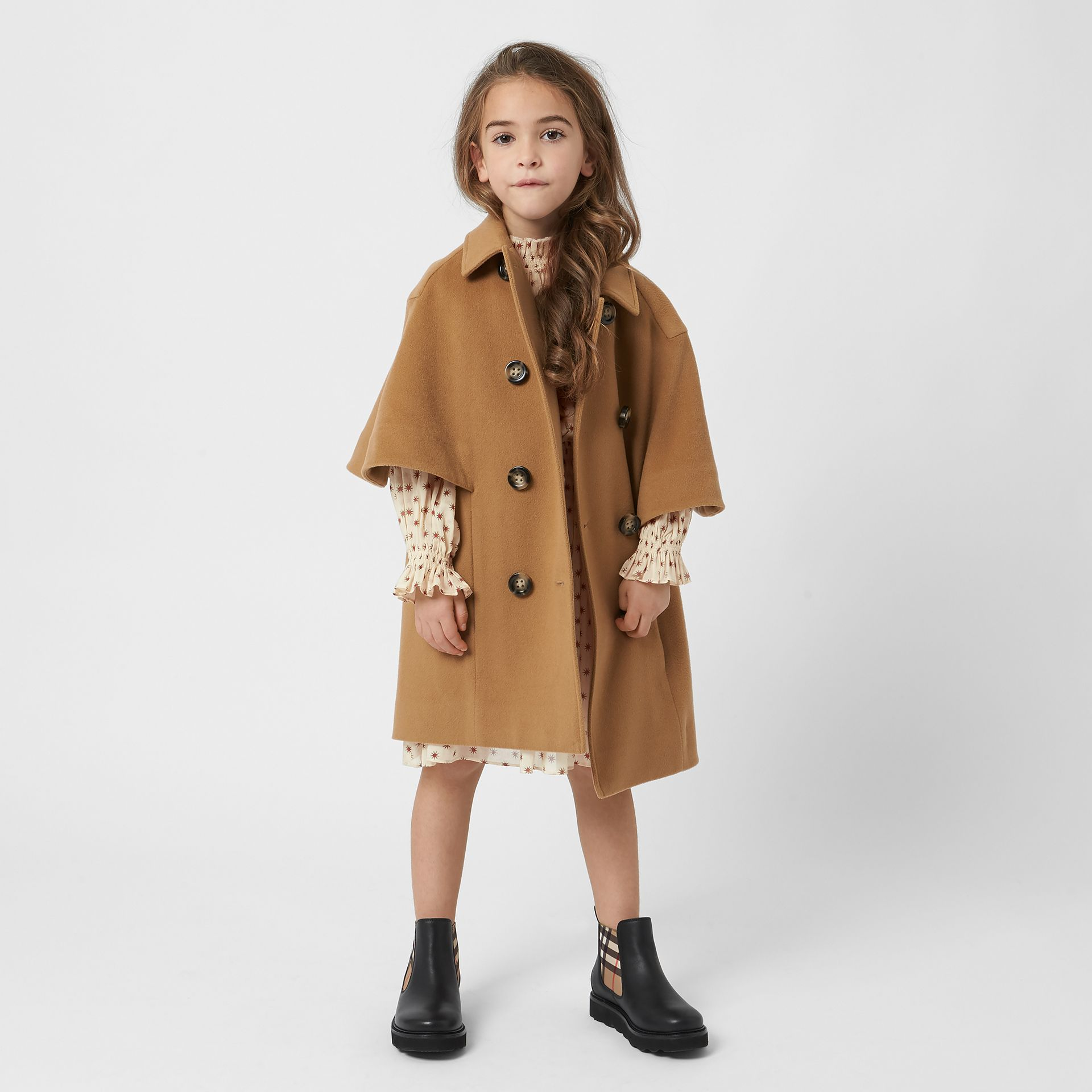 Manteau-cape en cachemire (Sable Foncé) | Burberry Canada - photo de la galerie 2