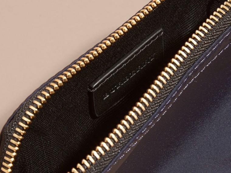 Bolsa pouch pequena de nylon tecnológico com zíper Azul Nanquim - cell image 4