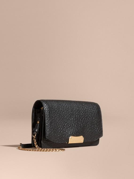 Petit clutch en cuir grainé emblématique avec chaîne Noir