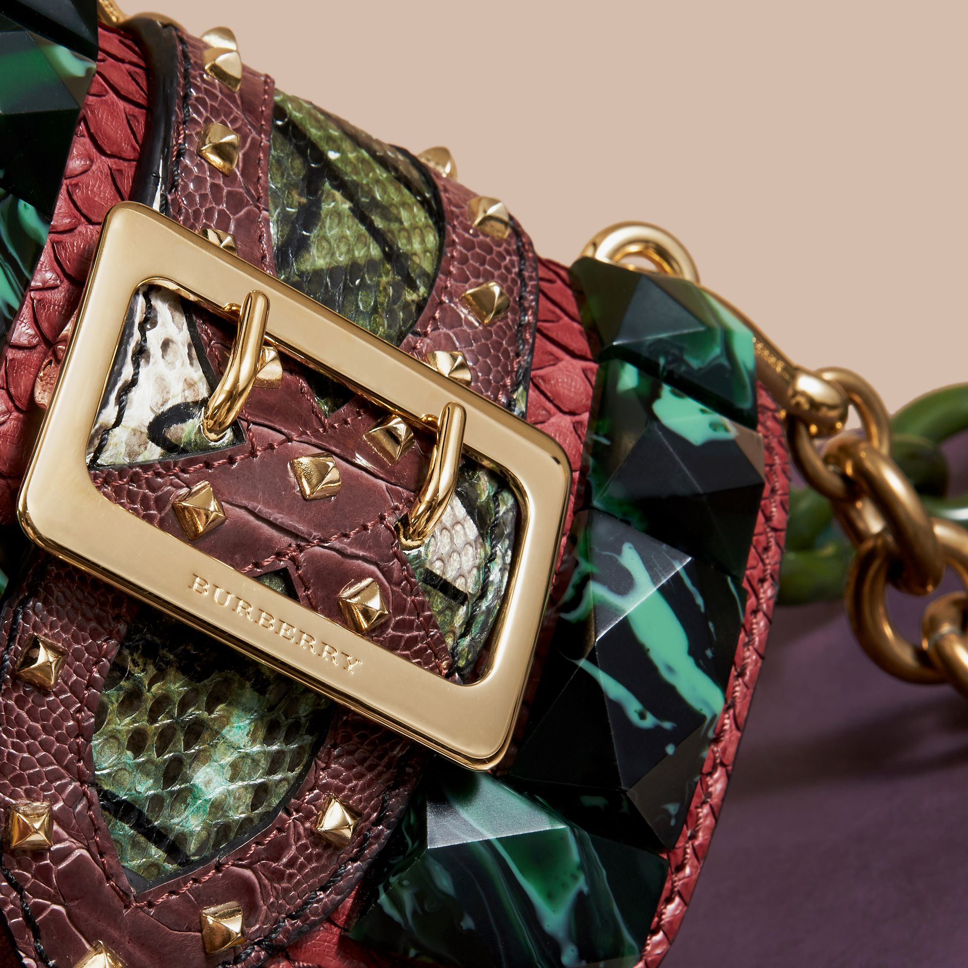 Mini sac carré The Buckle en velours et peau de serpent (Bordeaux) - Femme | Burberry - photo de la galerie 2