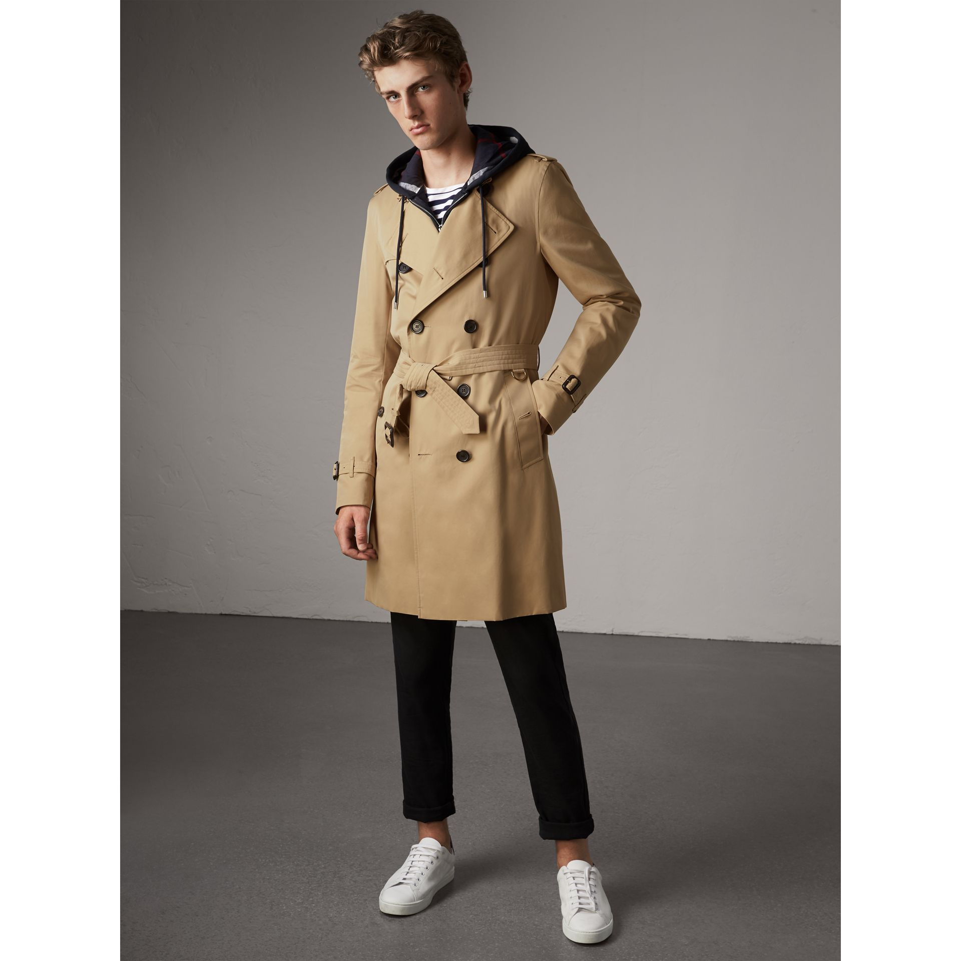 The Kensington – Long Trench Coat in Honey - Men | Burberry Australia - gallery image 6