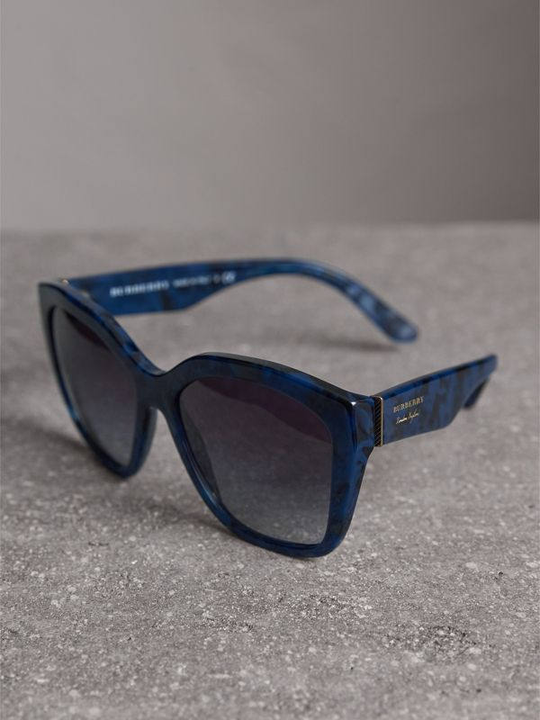 Square Frame Sunglasses in Blue - Women | Burberry Hong Kong - cell image 2