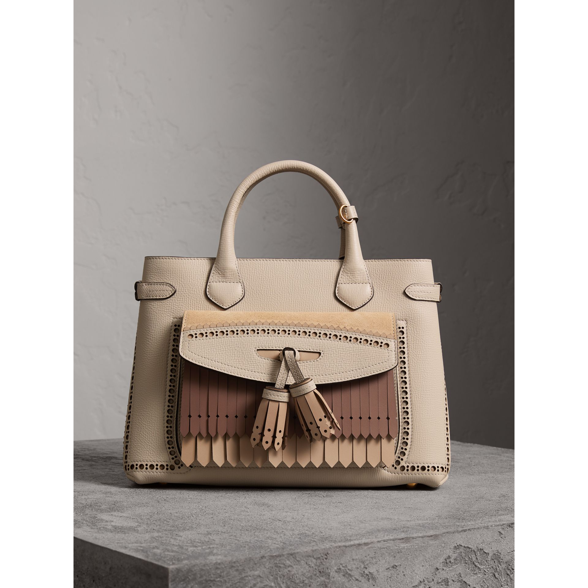 The Medium Banner in Leather with Fringed Pocket in Limestone - Women | Burberry United Kingdom - gallery image 5