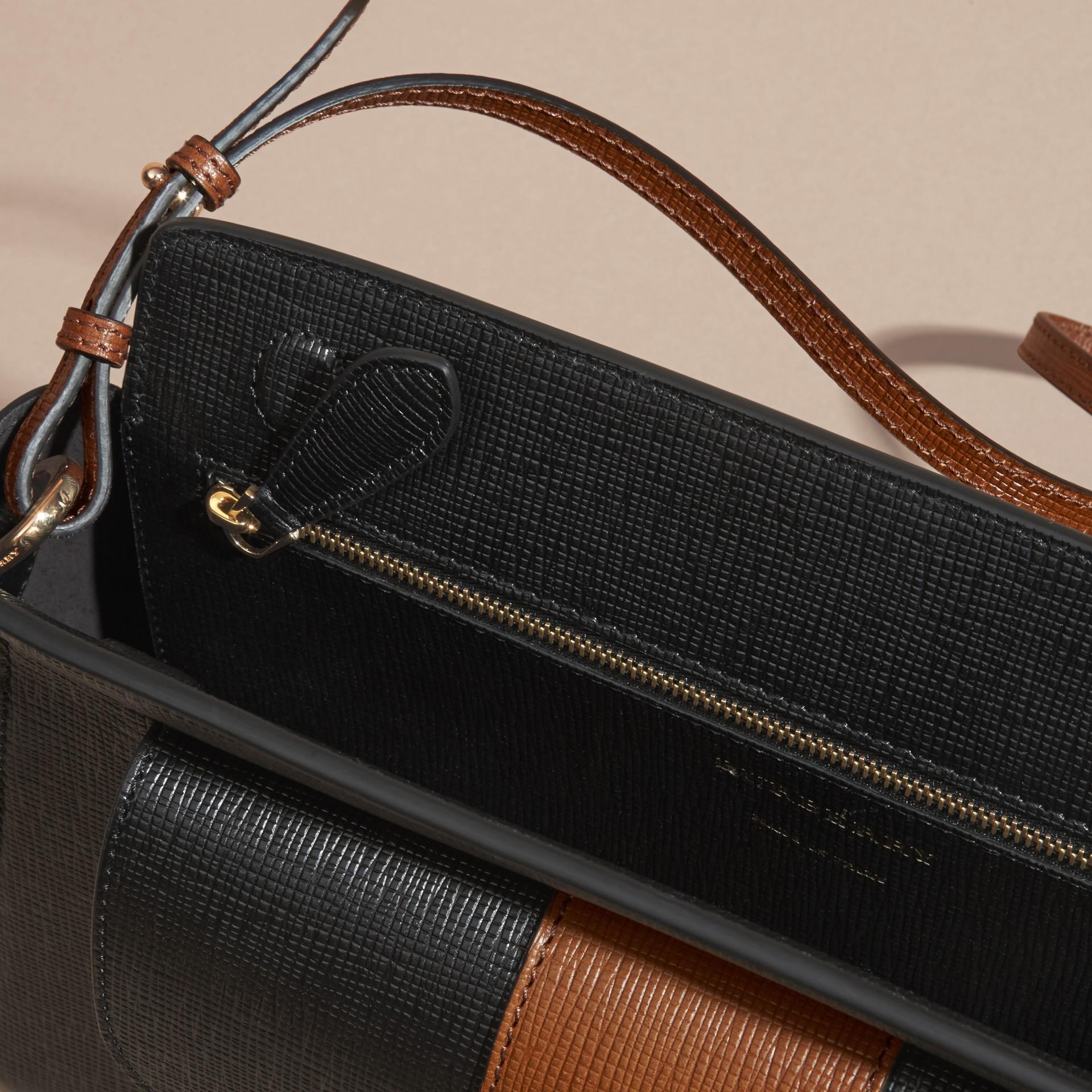 Preto Bolsa clutch Saddle de couro texturizado e aderido - galeria de imagens 6