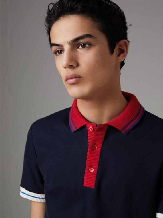 Polo en algodón con detalles de punto a rayas en dos tonos (Azul Marino)