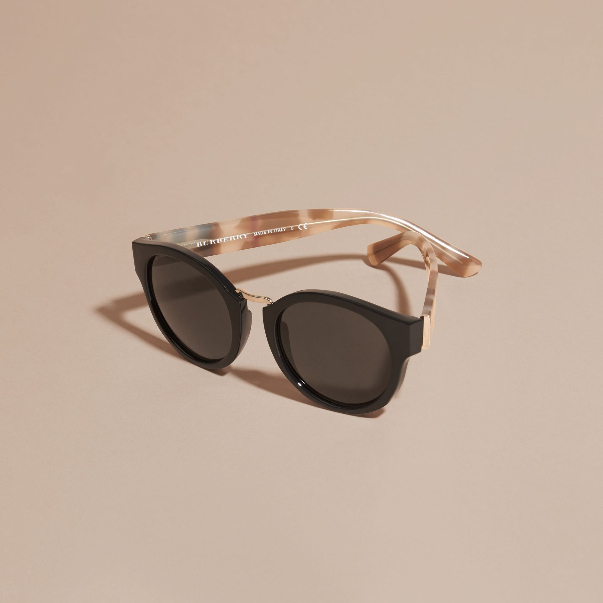 Check and Camouflage Detail Round Frame Sunglasses in Black - gallery image 3