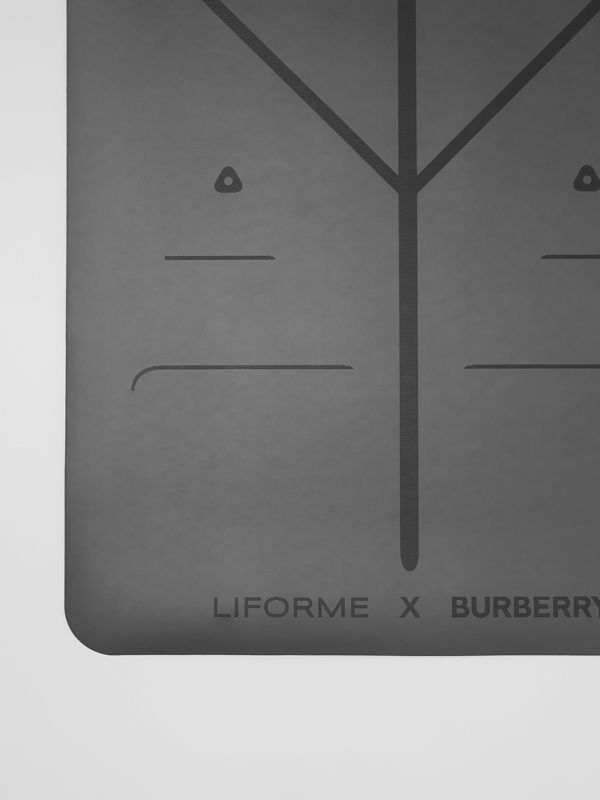 Liforme x Burberry Monogram Motif Yoga Mat in Bridle Brown | Burberry Singapore - cell image 3