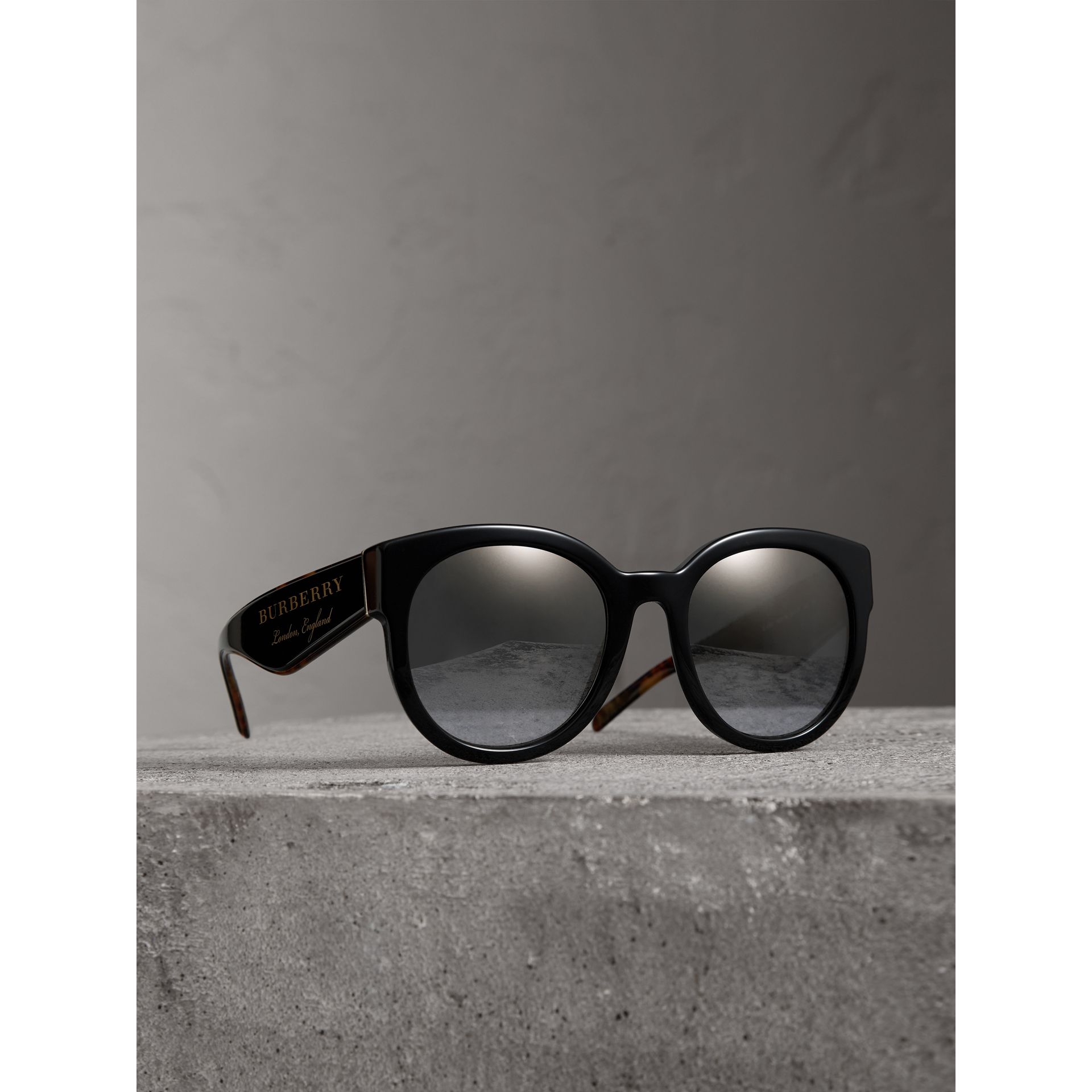 Round Frame Sunglasses in Black - Women | Burberry Australia - gallery image 0