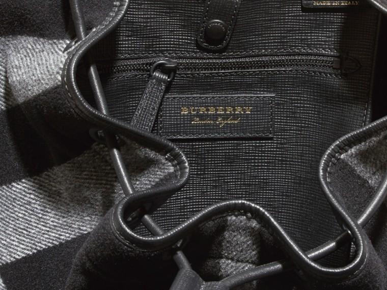Schwarz The Large Rucksack aus einer Wollmischung mit Karomuster und Lederbesatz Schwarz - cell image 4
