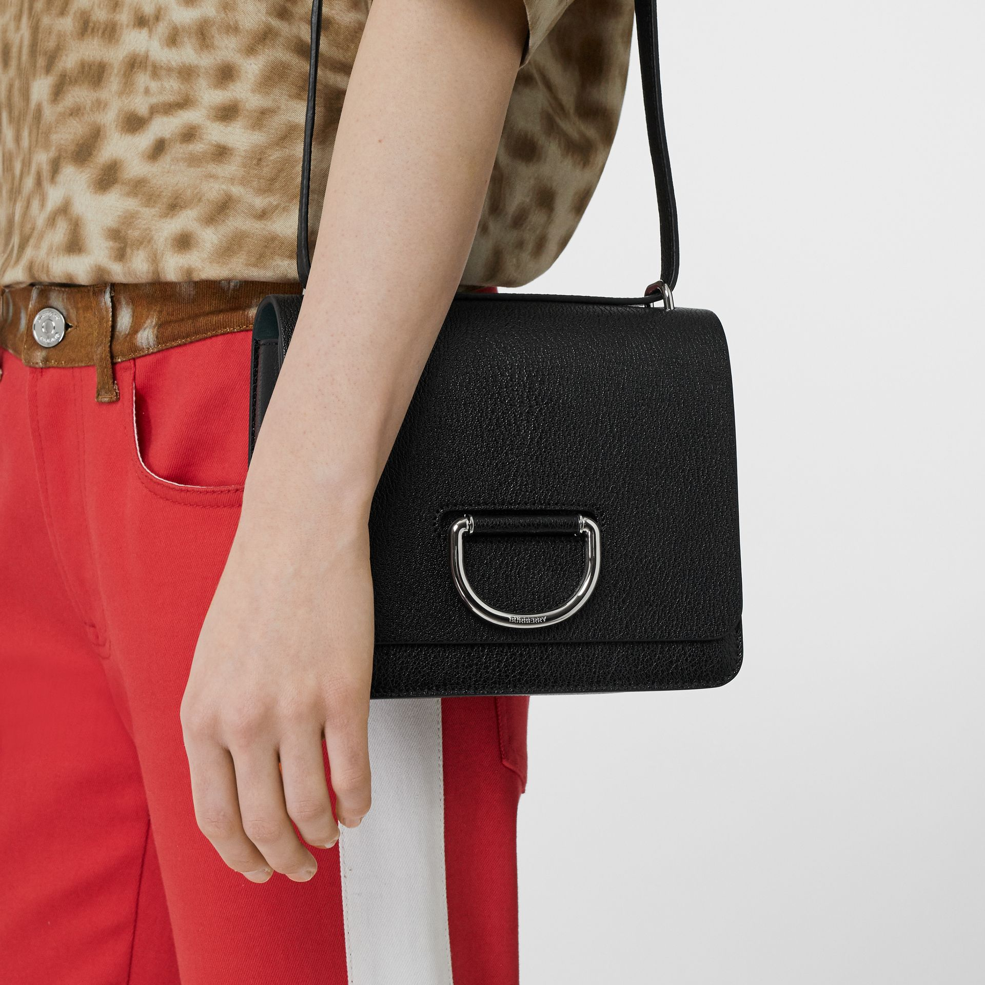 The Small Leather D-ring Bag in Black - Women | Burberry United Kingdom - gallery image 2