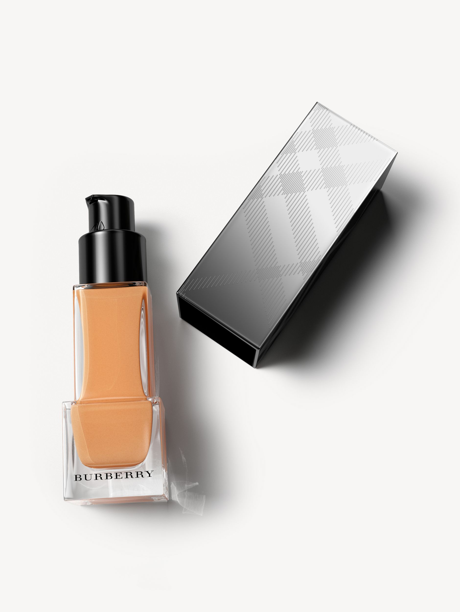 Fresh Glow Foundation Sunscreen Broad Spectrum SPF 12 – Warm Honey No.38 - Women | Burberry - 1