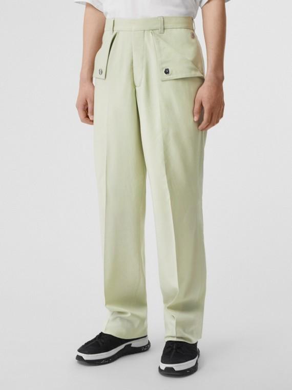 Calças estilo pantalona de lã tratada (Matcha)