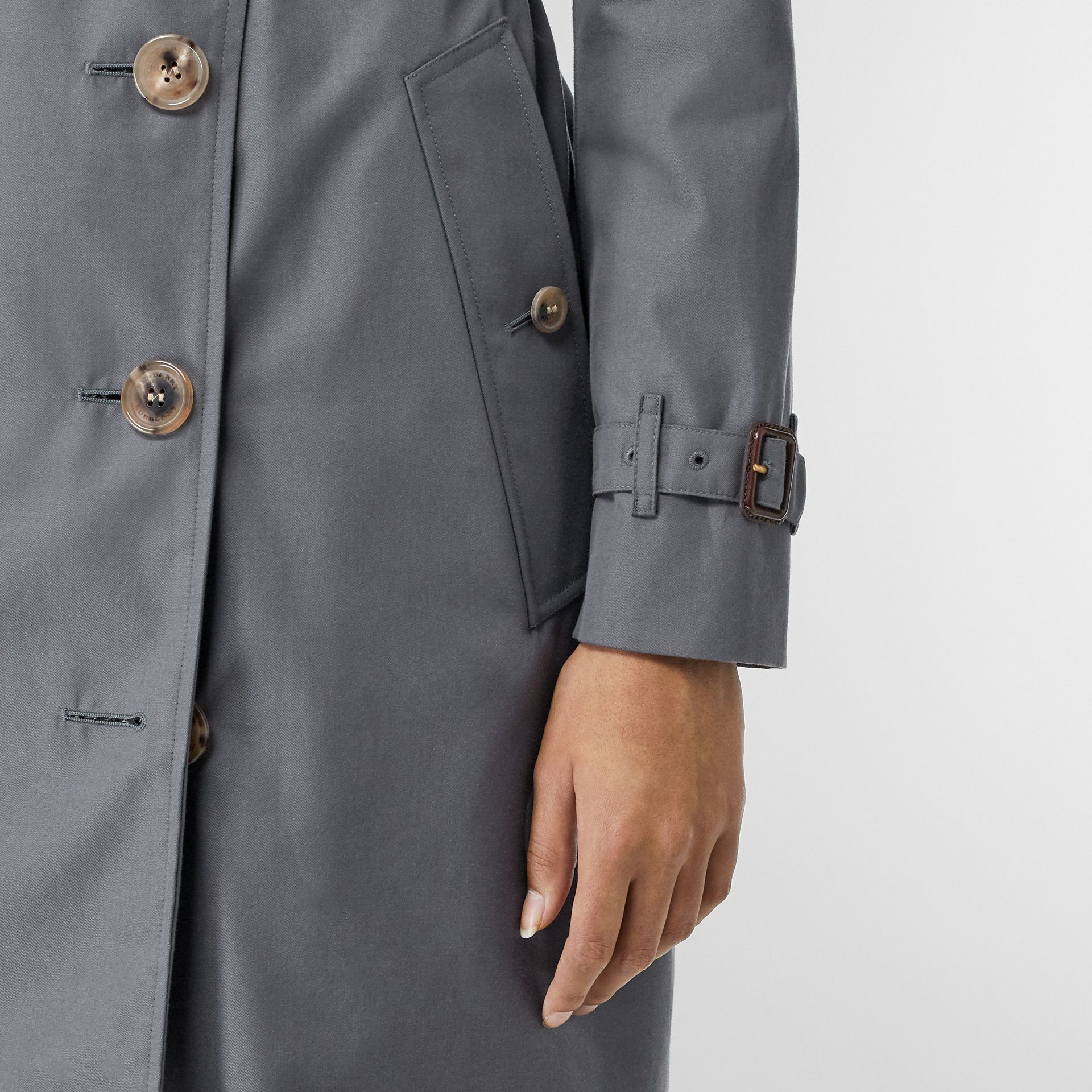 The Kensington Heritage Trench Coat in Mid Grey - Women | Burberry United Kingdom - gallery image 5