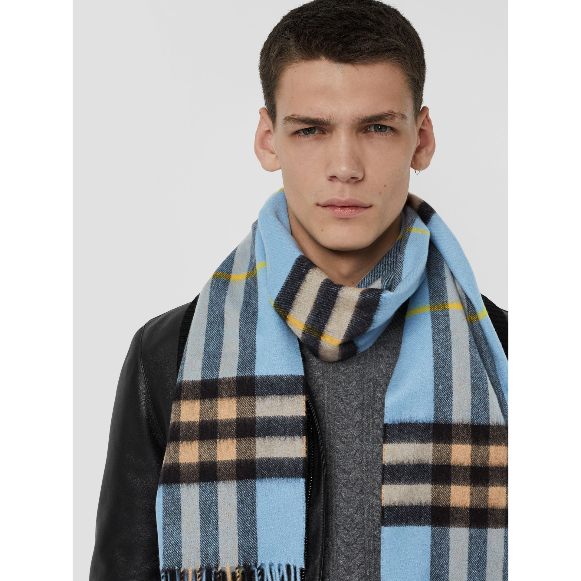 The Classic Cashmere Scarf in Check in Pale Blue Carbon | Burberry United Kingdom - gallery image 6