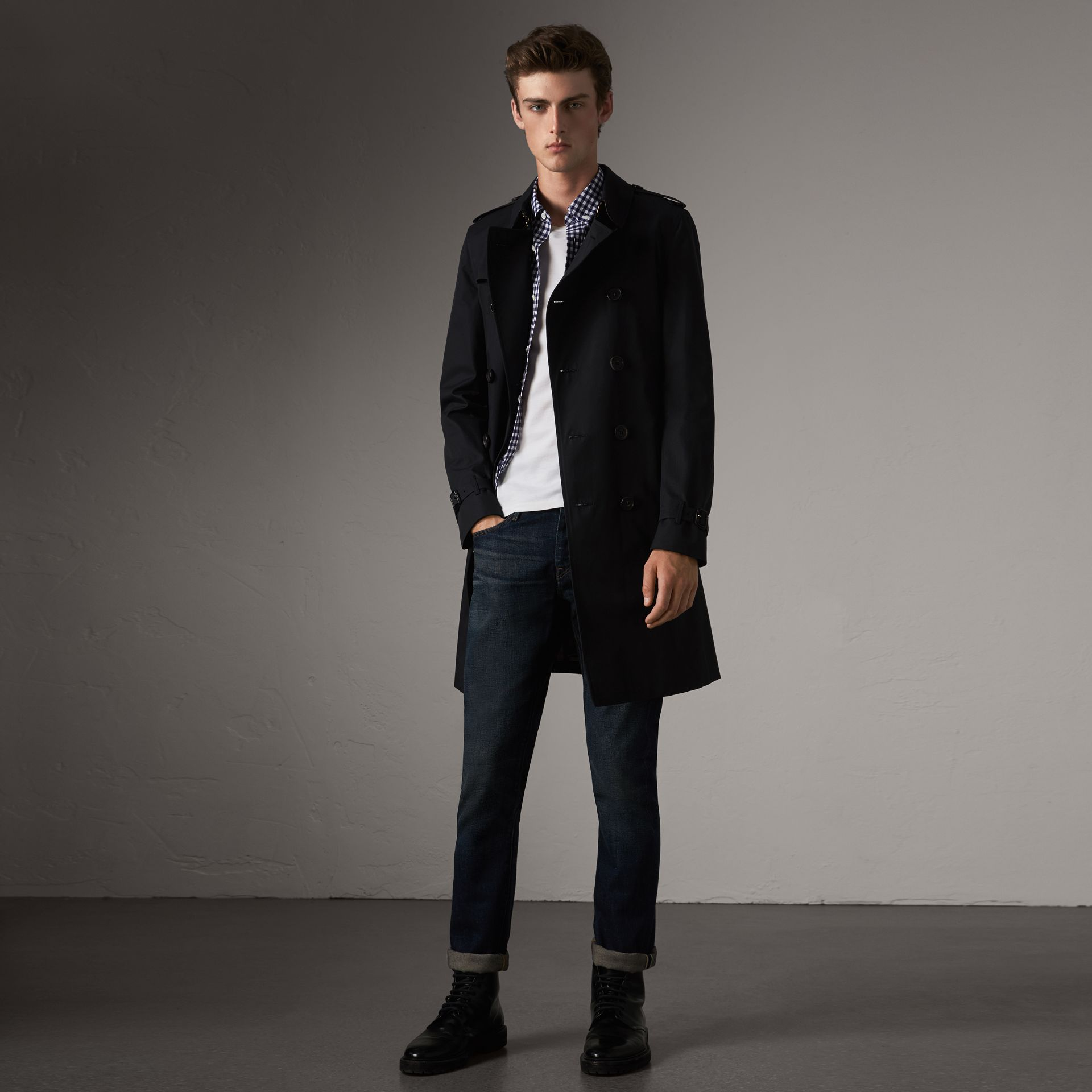 The Chelsea – Long Trench Coat in Navy - Men | Burberry - gallery image 0