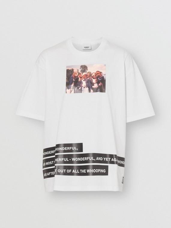 T-shirt oversize in cotone con collage di stampe (Bianco)