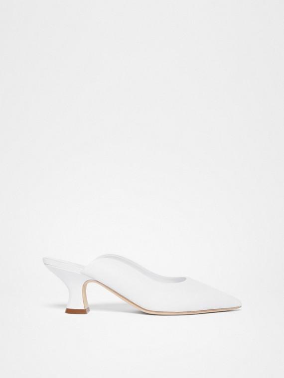 Zapatos de salón destalonados en piel con puntera en pico (Blanco)