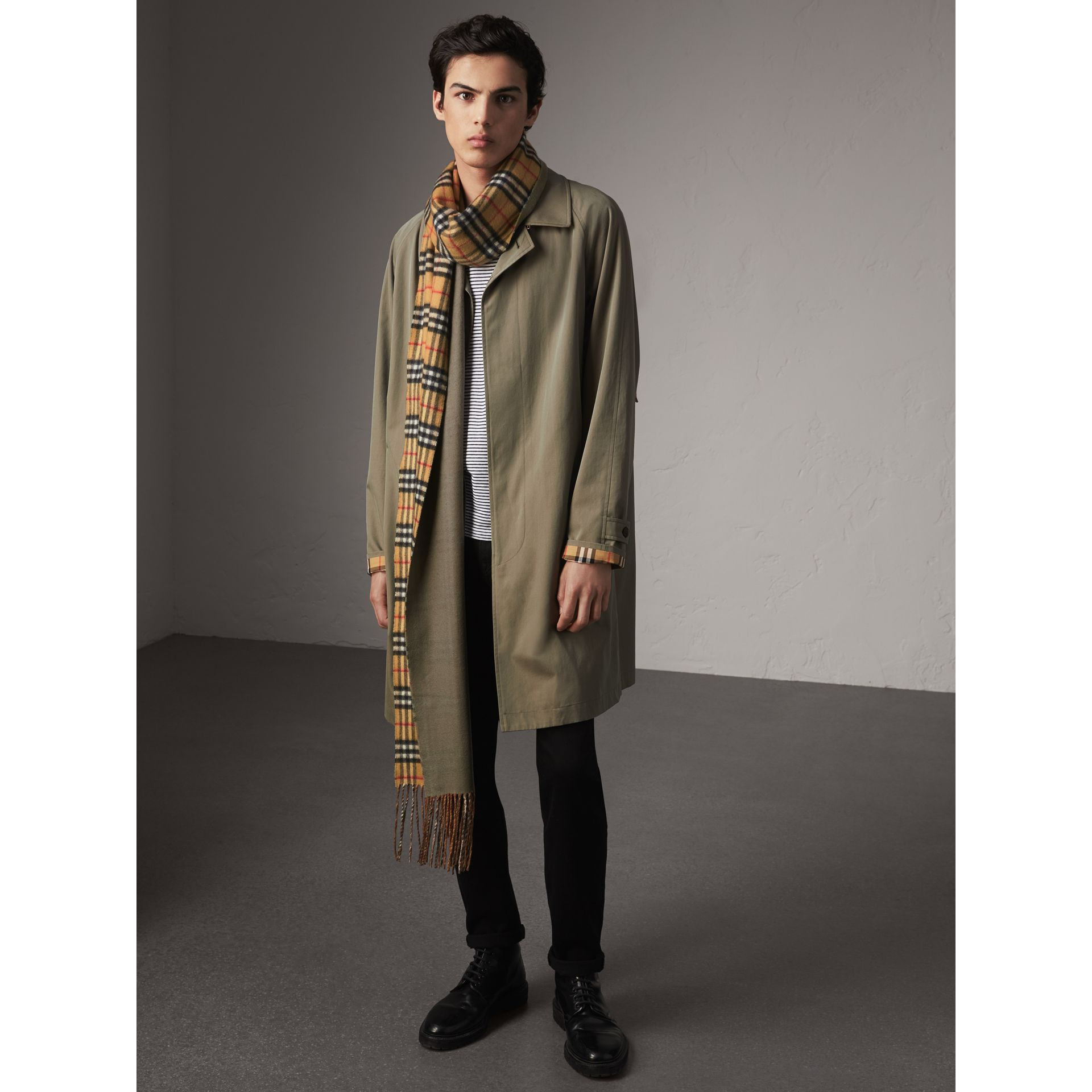 Long Reversible Vintage Check Double-faced Cashmere Scarf in Chalk Green | Burberry United States - gallery image 3