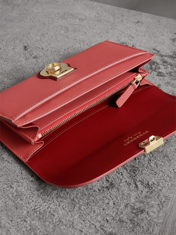 Two-tone Trench Leather Continental Wallet in Blossom Pink/antique Red - Women | Burberry - cell image 3