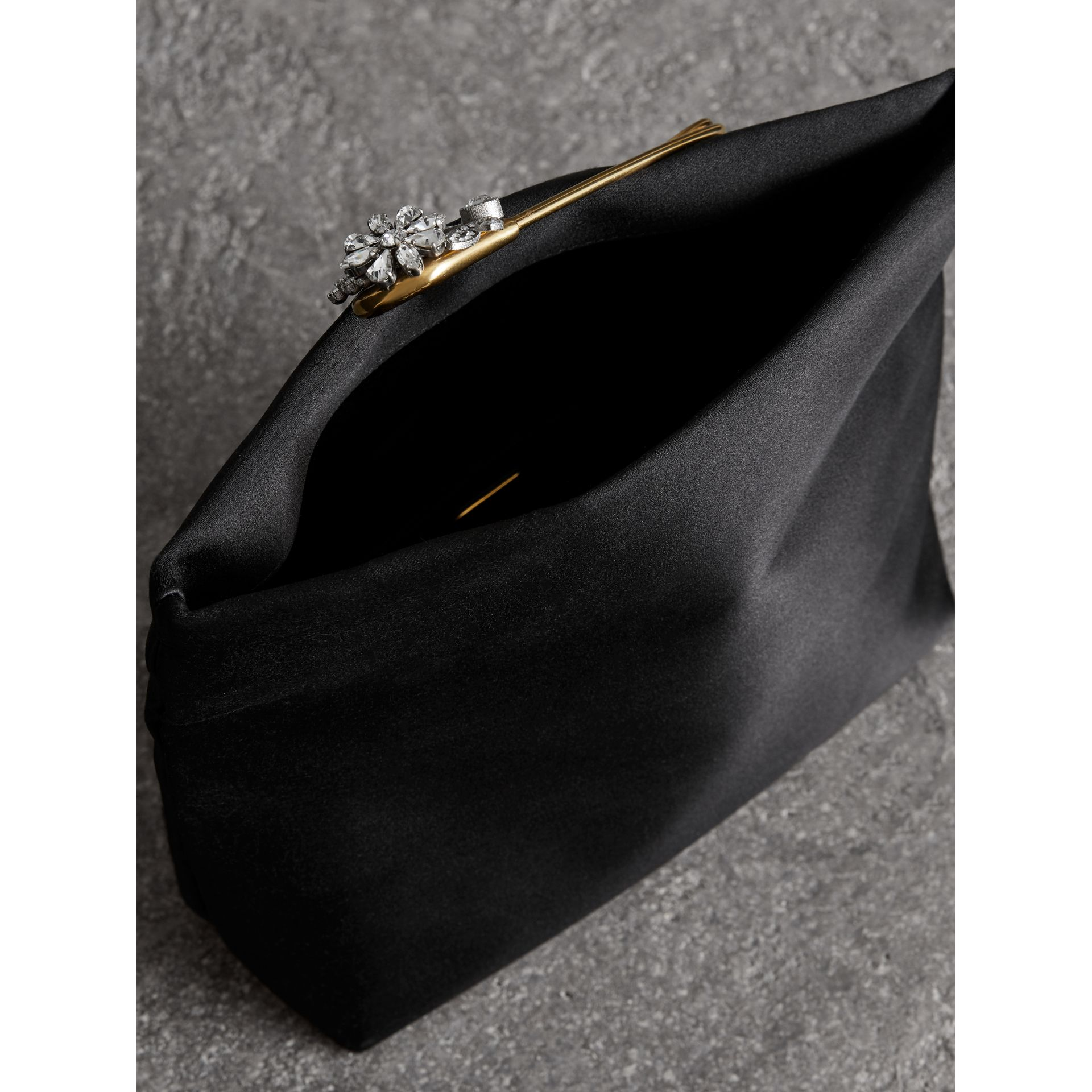 The Small Pin Clutch aus Satin (Schwarz) - Damen | Burberry - Galerie-Bild 5