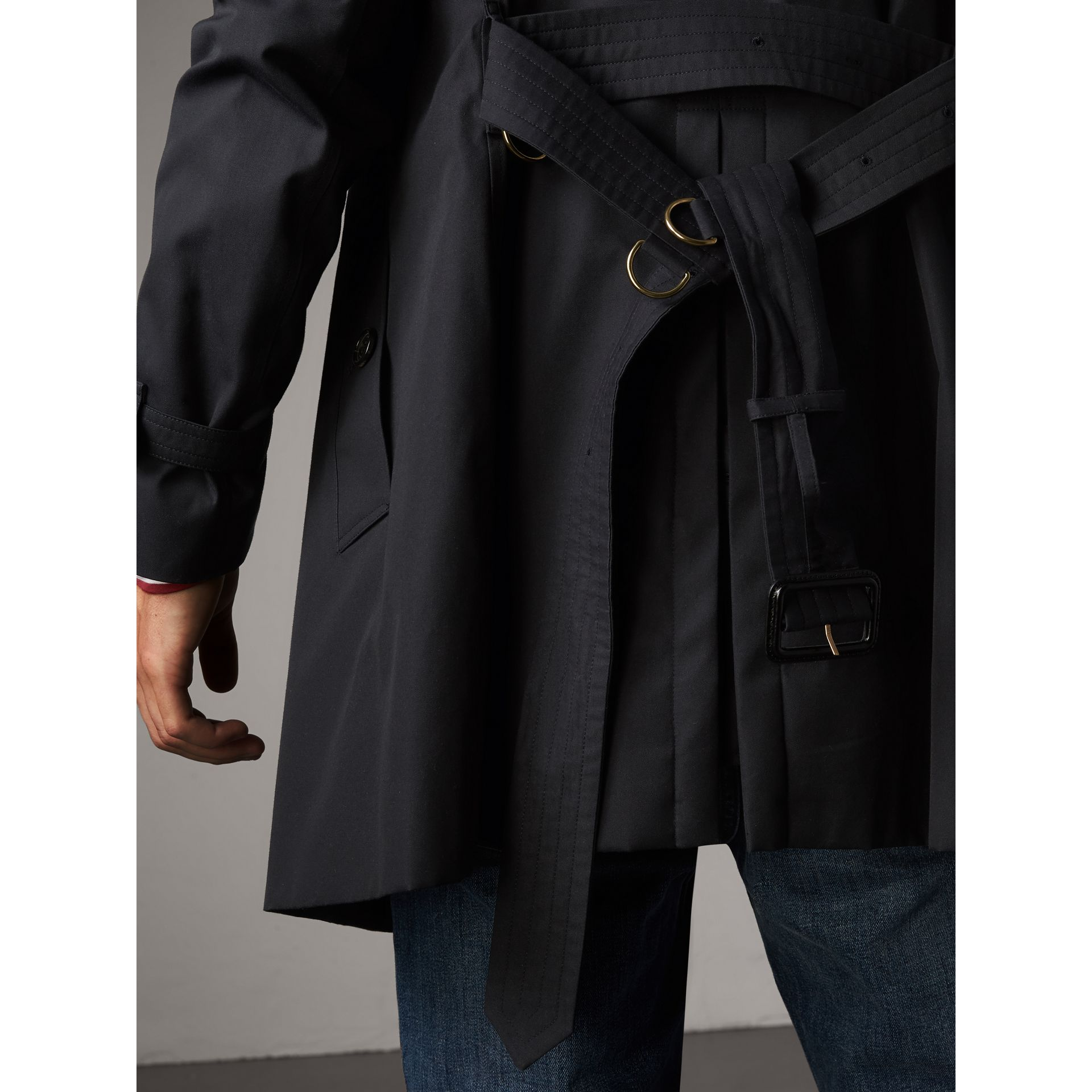 The Kensington – Mid-length Heritage Trench Coat in Navy - Men | Burberry Australia - gallery image 7