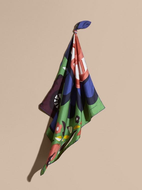 Seidenkarree mit abstraktem Blumenmuster – Mittelgroß