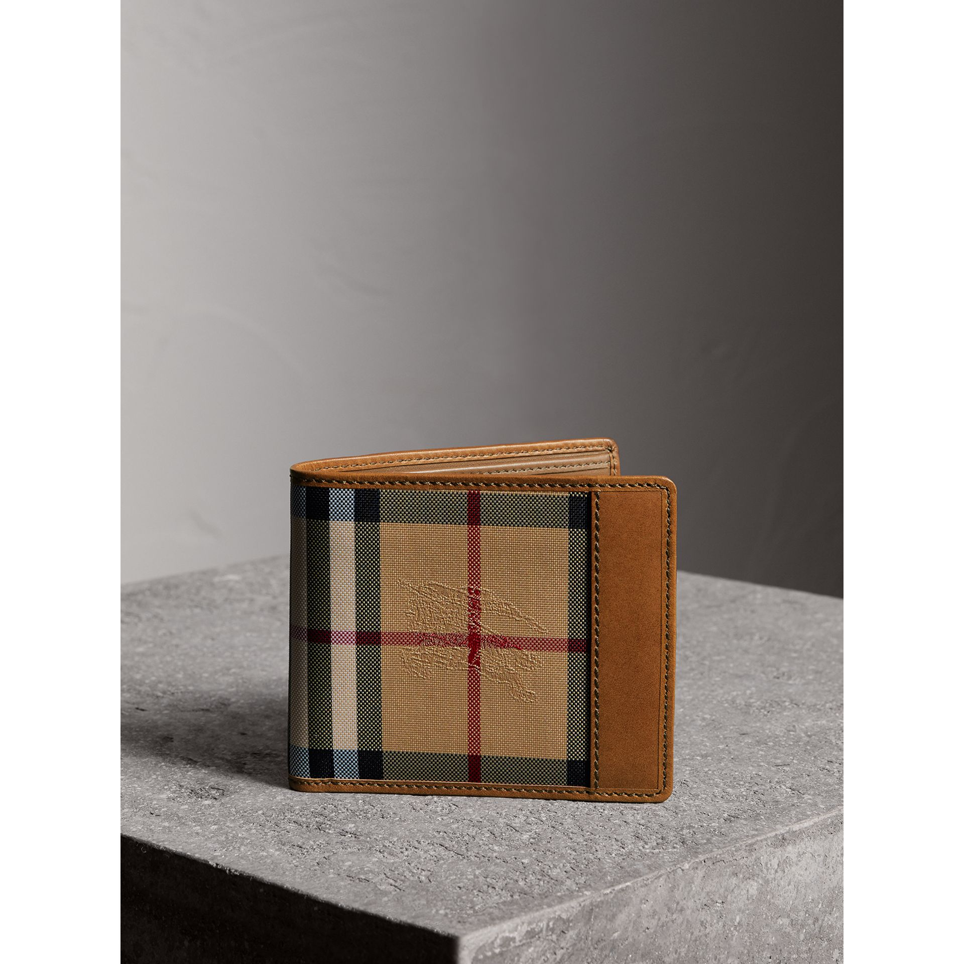 Portefeuille à rabat multidevise avec motif Horseferry check (Hâle) - Homme | Burberry - photo de la galerie 5