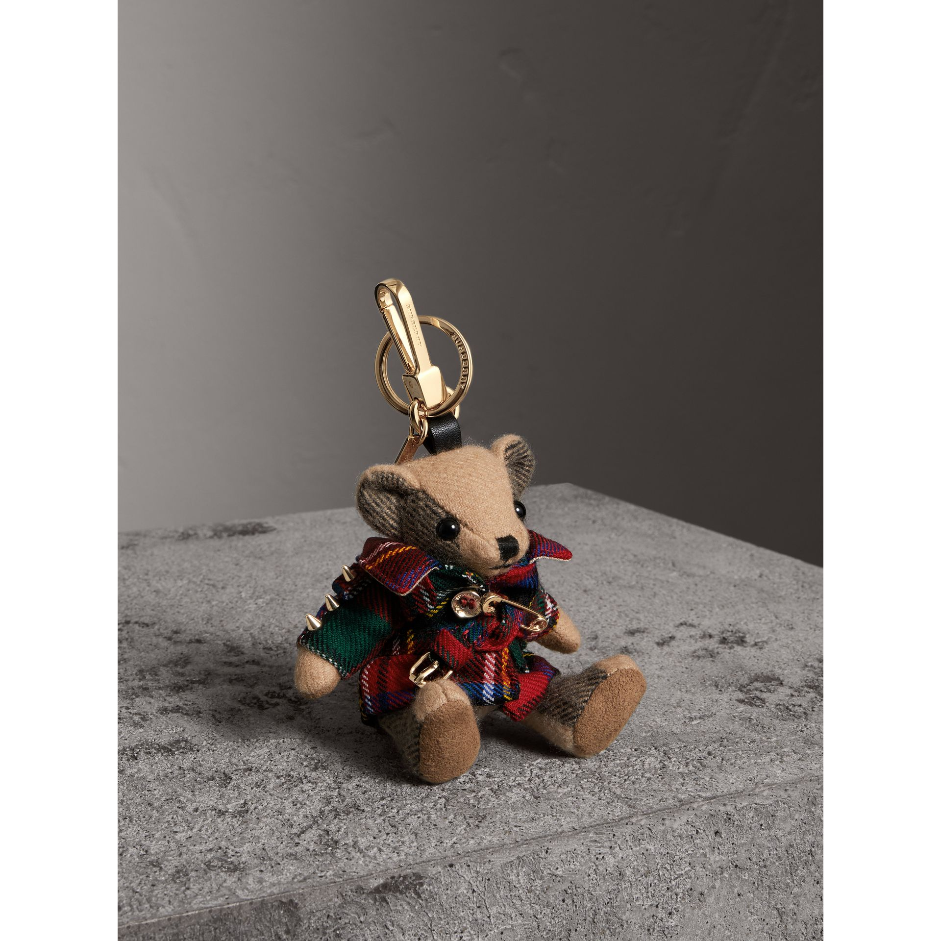 Bijou porte-clés Thomas Bear avec trench-coat en laine tartan (Rouge Parade) | Burberry - photo de la galerie 0
