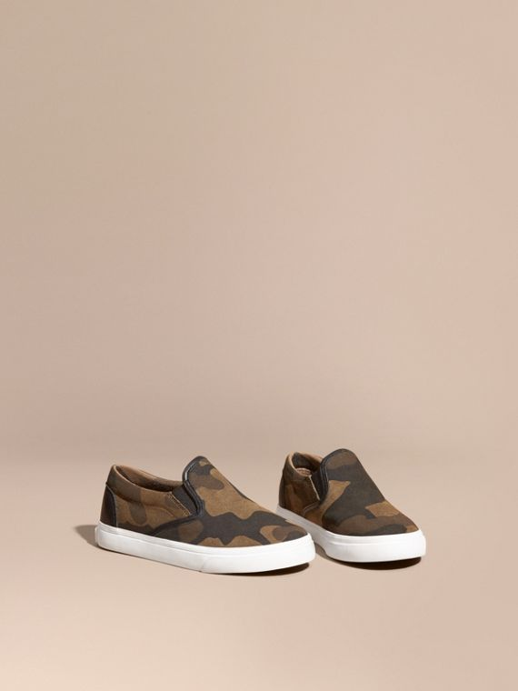 Zapatillas deportivas sin cordones en ante con estampado de camuflaje