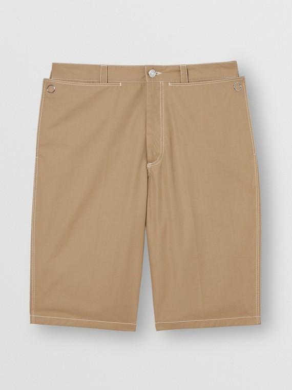 Bermuda de alfaiataria em algodão com detalhe no bolso (Mel Escuro)