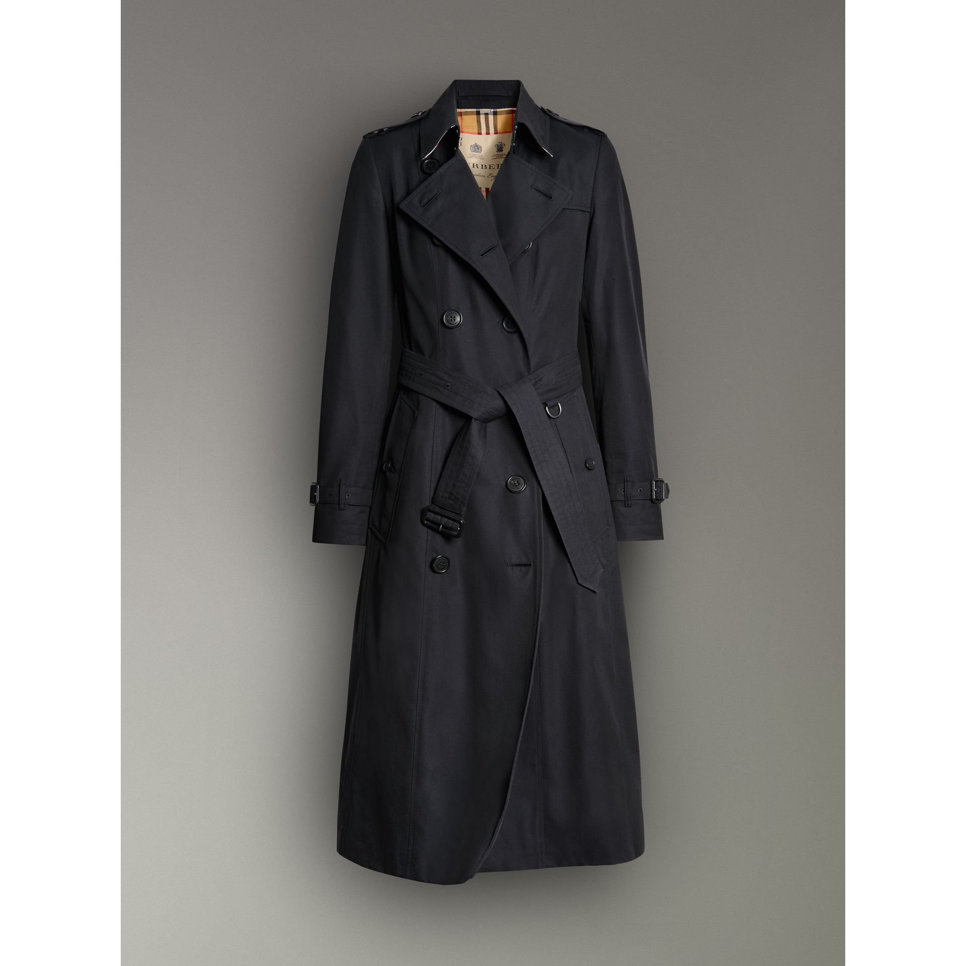 The Long Chelsea Heritage Trench Coat in Midnight - Women | Burberry United Kingdom - gallery image 3