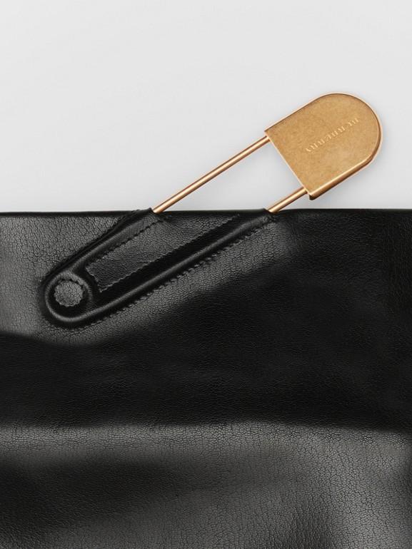 Bolsa Pin Clutch em couro envernizado - Média (Preto) - Mulheres | Burberry - cell image 1