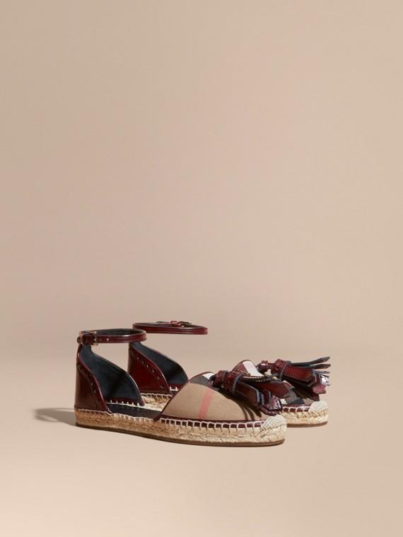 Sandálias estilo espadrilles com recortes House Check e borlas de couro