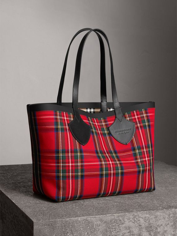 The Medium Giant Reversible Tote in Vintage Check in Antique Yellow/bright Red