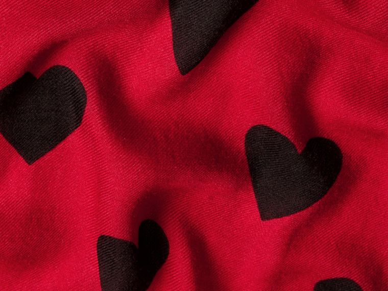 Parade red/black The Lightweight Cashmere Scarf in Heart Print Parade Red/black - cell image 4