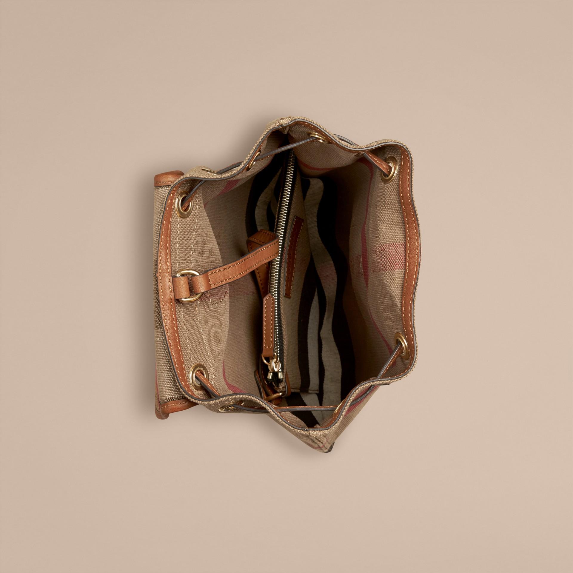 Hâle Sac à dos en tissu Canvas Check avec éléments en cuir Hâle - photo de la galerie 3