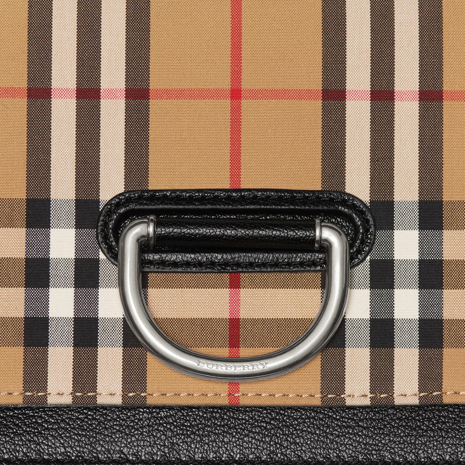 Petit sac TheD-ring en cuir et à motif Vintage check (Noir/jaune Antique) - Femme | Burberry - photo de la galerie 1
