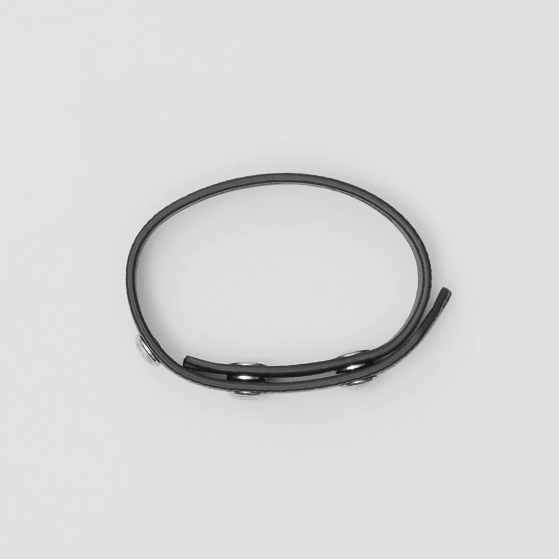 Bracelet en cuir grainé à triple pression (Noir) - Homme | Burberry - photo de la galerie 2