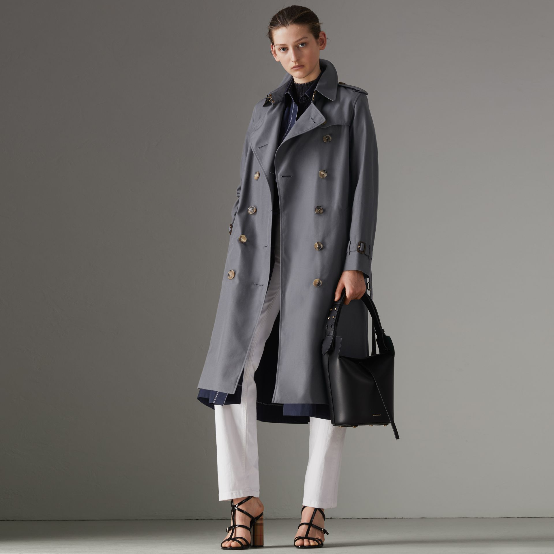 The Long Kensington Heritage Trench Coat in Mid Grey - Women | Burberry United Kingdom - gallery image 6