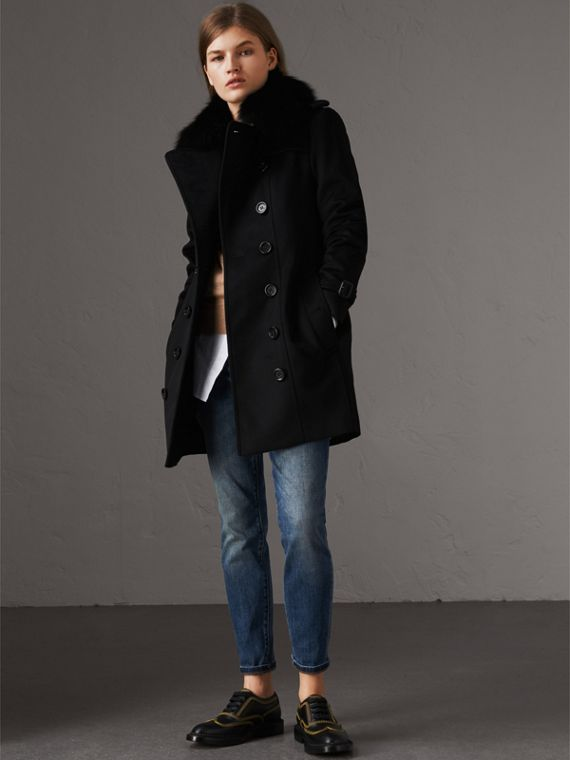 Trench coat in lana e cashmere con collo in pelliccia (Nero)