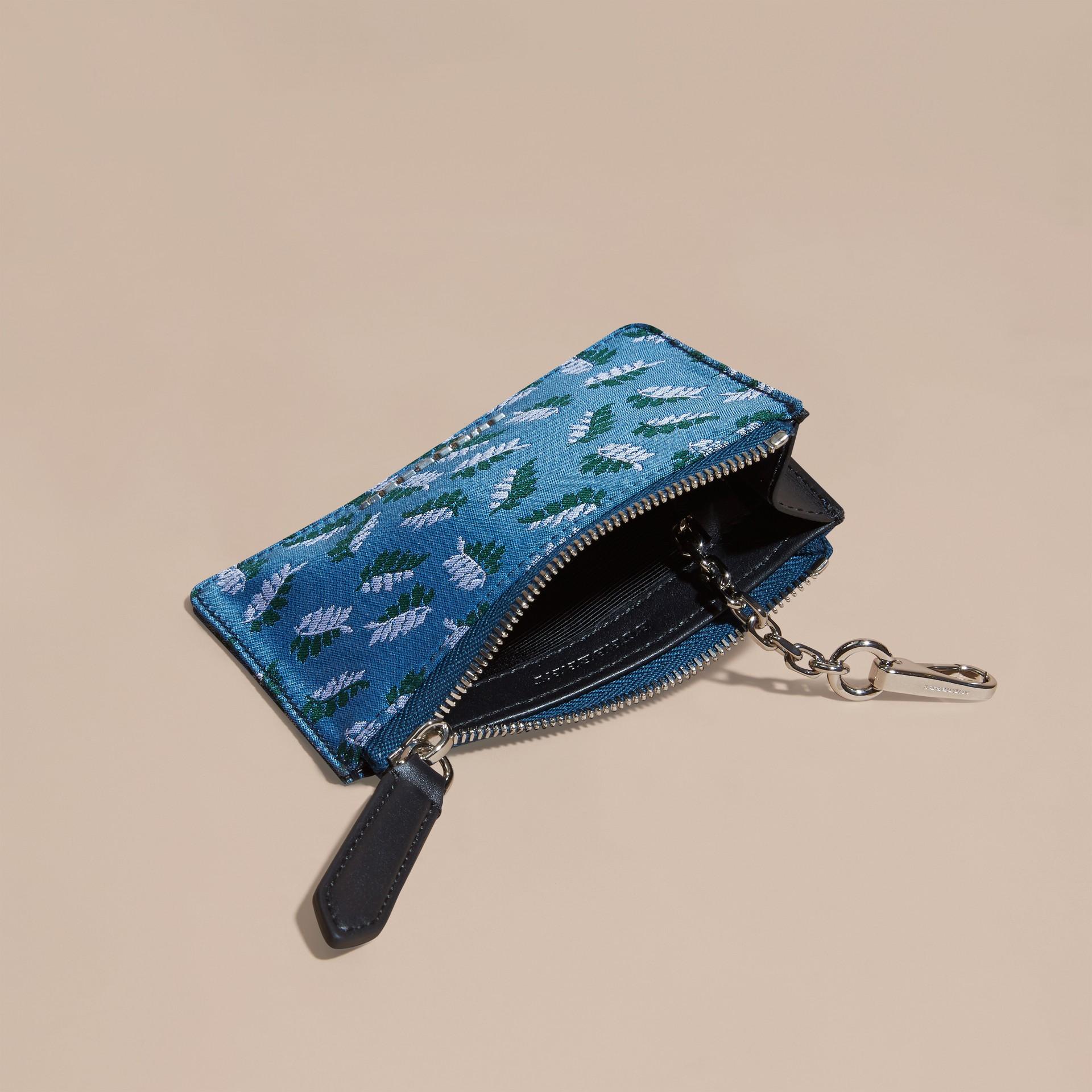 Bleu azur intense Portefeuille en jacquard à motif feuillage avec zip supérieur Bleu Azur Intense - photo de la galerie 5