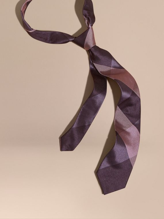 Cravatta dal taglio moderno in seta jacquard con motivo check